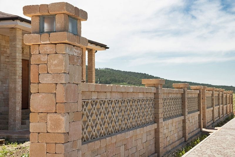 Забор из кирпича - фото
