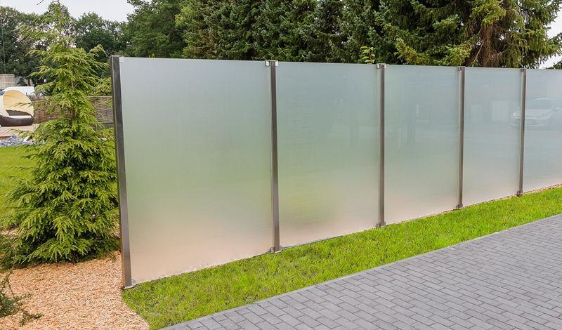 Забор из матового стекла